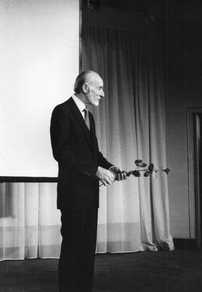 Ο θείος μου Μάνος Κατράκης. 1980 στο Θέατρο Bouffes du Nord. Γιορτάζοντας τα 50 χρόνια του στο θέατρο.