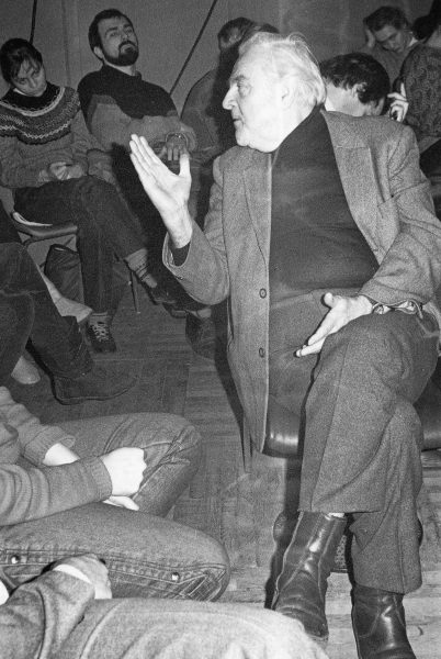 1986. Θέατρο Μαγιακόφσκι. Μάθημα σκηνοθεσίας θεάτρου σ' όλο το έτος, σπουδαστές σκηνοθέτες και ηθοποιοί. Διδάσκει ο δάσκαλός μας, Καλλιτέχνης του Λαού, Αντρέι Αλεξάντροβιτς Γκοντσαρώφ.